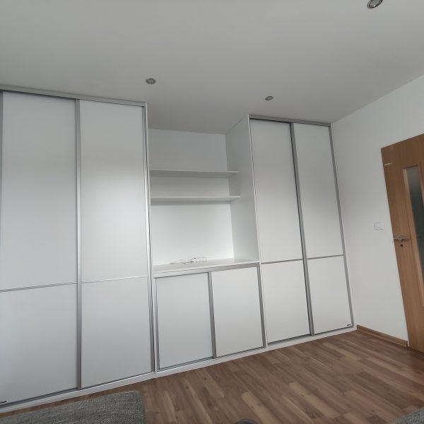Spálňa a obývačka v jednom